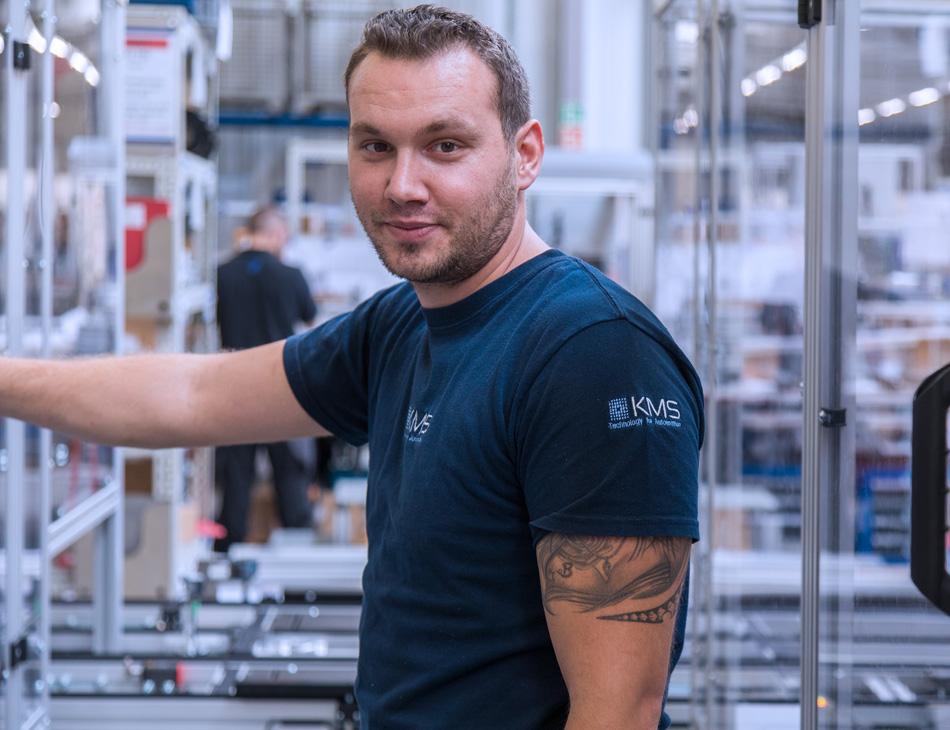 Mitarbeiter bei KMS Automation